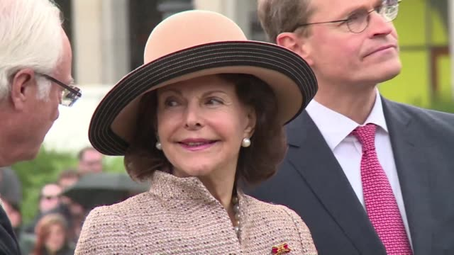 king carl xvi gustaf of sweden and queen silvia begin their state visit to germany welcomed by berlin mayor michal mueller at the brandenburger gate... - royalty stock videos & royalty-free footage
