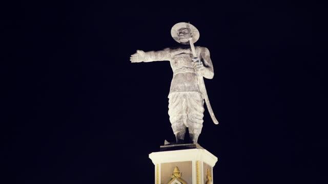 könig chao anouvong statue, vientiane, laos - französische kultur stock-videos und b-roll-filmmaterial