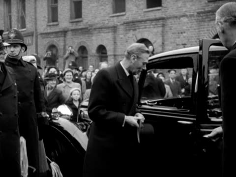 king george vi and queen elizabeth arrive at the lansbury housing estate in poplar to tour the building work which will replace the old bomb-damaged... - 落葉樹点の映像素材/bロール
