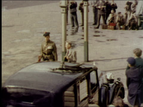 stockvideo's en b-roll-footage met 1953 king george vi visits scotland - britse koningshuis