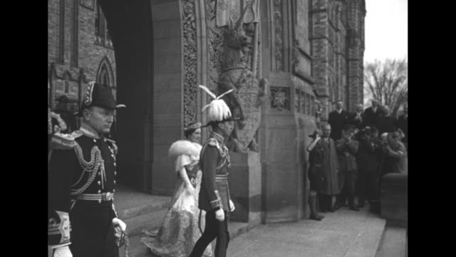 king george vi wearing full dress uniform and queen elizabeth exit parliament house between statues of unicorn and lion // june 1939king and queen in... - george vi of the united kingdom stock videos & royalty-free footage