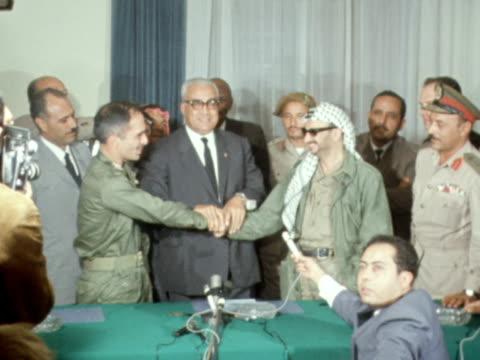King Hussein and Yasser Arafat signing peace treaty