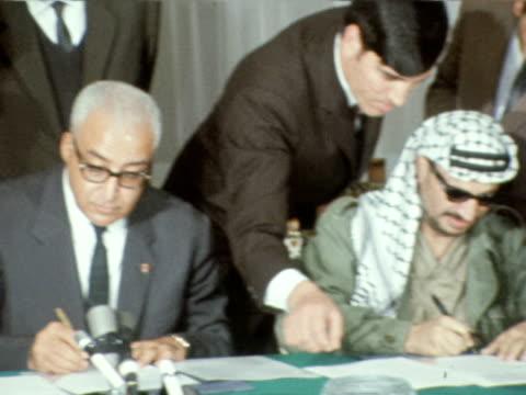 King Hussein and Yasser Arafat signing peacy treaty