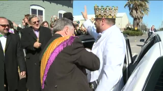 wgno king of mardi gras argus parade arrives in new orleans louisiana on february 8 2016 - parade of krewe of rex stock videos & royalty-free footage