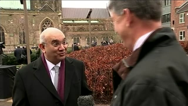 king richard iii reburial: leicester cathedral service of internment; keith vaz mp inerview sot - come to leicester, see the bones of richard iii and... - ギフトショップ点の映像素材/bロール