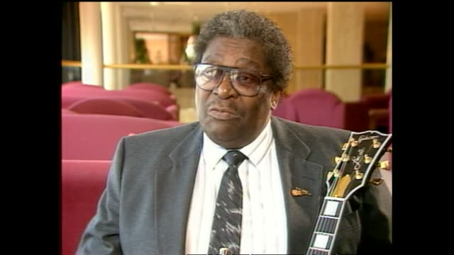 BB King speaking in 1989 relating story of how Bono from U2 wrote song When Loves Comes to Town for them to play together