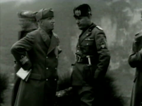 stockvideo's en b-roll-footage met king victor emmanuel iii of italy talking w/ fascist dictator benito mussolini italian soldiers officers bg ms emmanuel talking w/ mussolini - benito mussolini