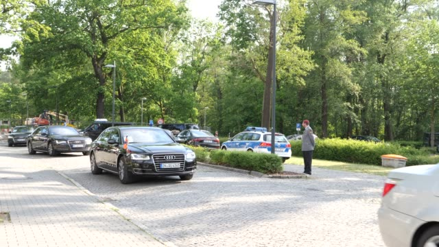 king willem of the netherlands and queen maxima of the netherlands leave the bundeswehr foreign operations command in their limousine on may 21 2019... - politiker stock-videos und b-roll-filmmaterial