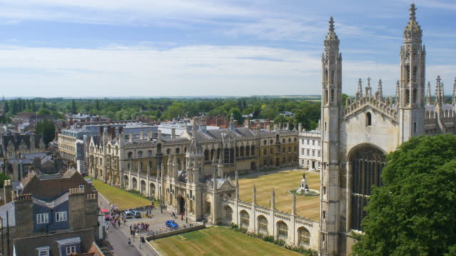 vídeos de stock, filmes e b-roll de kings college entrance. elevated view. - king's college cambridge