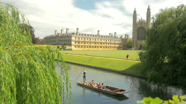 kings college, river cam,cambridge,punt,ws - oxford england video stock e b–roll