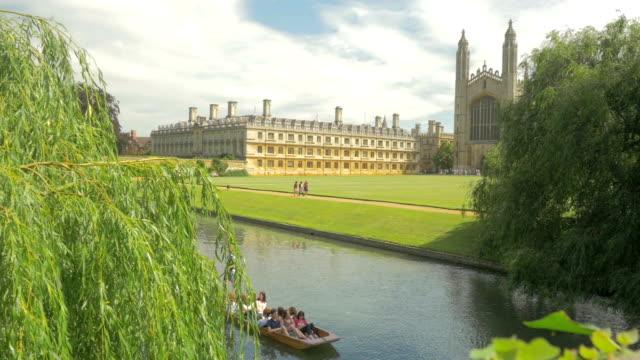 kings college, river cam,cambridge,punt,ws - cambridge university stock videos & royalty-free footage