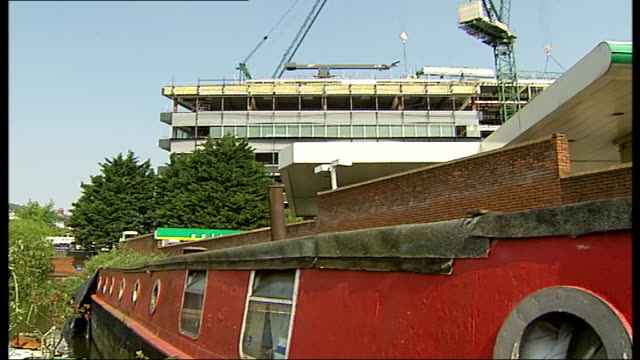 Kings Cross houseboat residents seek new moorings Goodsway moorings Narrowboats moored on Regent's Canal towpath