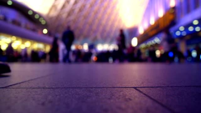 stockvideo's en b-roll-footage met king's cross treinstation, londen - station london king's cross