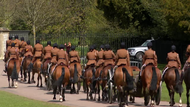 """king's troop royal horse artillery, in windsor, for preparation for prince philip, duke of edinburgh, funeral, where they will fire a gun salute - """"bbc news"""" stock-videos und b-roll-filmmaterial"""