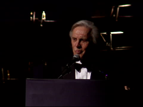vídeos de stock, filmes e b-roll de kirk douglas at the american cinema awards at the biltmore hotel in los angeles california on november 2 1996 - 1996