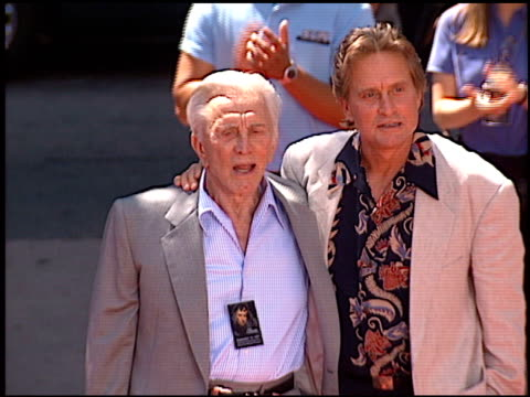 kirk douglas at the dedication of michael douglas's footprints at grauman's chinese theatre in hollywood, california on september 10, 1997. - 俳優 カーク・ダグラス点の映像素材/bロール