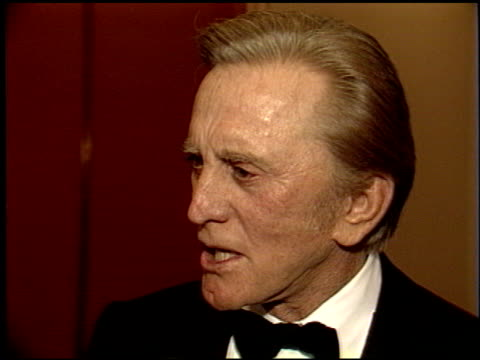 kirk douglas at the scopus award 1988 for jerry weintraub on january 17, 1988. - 俳優 カーク・ダグラス点の映像素材/bロール