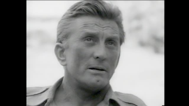 kirk douglas interview kirk talks about actors he has worked with he is in israel he talks about how military wives have to suffer when their... - skådespelare bildbanksvideor och videomaterial från bakom kulisserna