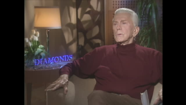 kirk douglas on acting after surviving a stroke - pathologe stock-videos und b-roll-filmmaterial