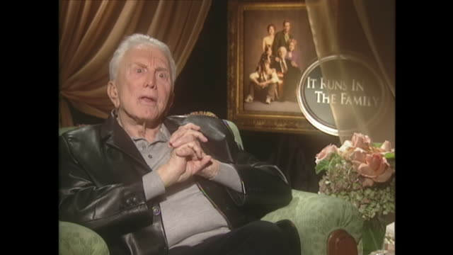 kirk douglas on appreciating life after surviving a stroke - 俳優 カーク・ダグラス点の映像素材/bロール