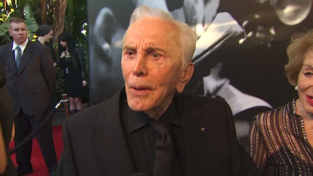 kirk douglas on how good his son's cover of vanity fair looked and on liking inglourious basterds at the 2010 vanity fair oscar party hosted by... - 俳優 カーク・ダグラス点の映像素材/bロール