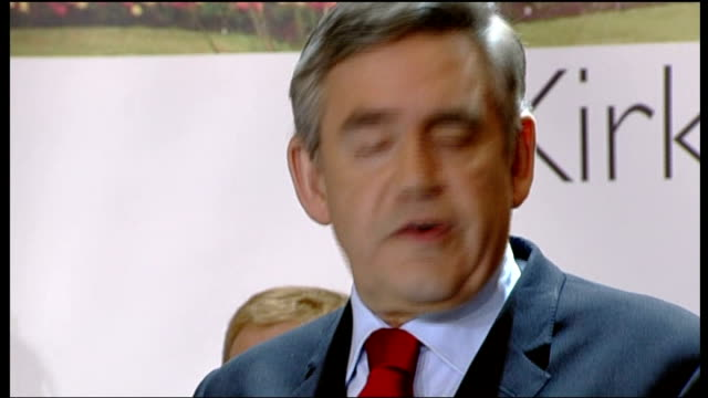 stockvideo's en b-roll-footage met kirkcaldy int various of kirkcaldy and cowdenbeath vote declaraction as prime minister gordon brown and his wife sarah brown smile after hearing the... - peter mandelson