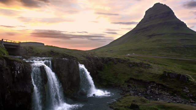 kirkjufellsfoss waterfalls - snäfellsnes stock-videos und b-roll-filmmaterial