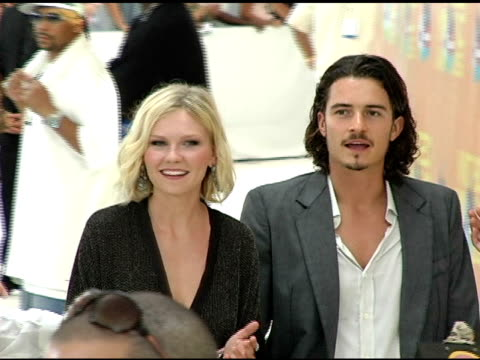 kirsten dunst and orlando bloom at the 2005 mtv video music awards arrivals at american airlines arena in miami florida on august 28 2005 - orlando bloom stock videos & royalty-free footage