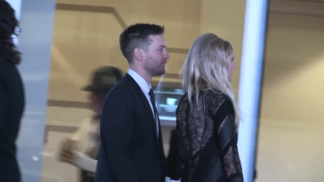 kirsten dunst tobey maguire meet eric dane rebecca gayheart at the 24th annual glaad media awards in los angeles 04/20/13 - tobey maguire stock videos and b-roll footage