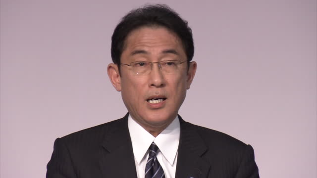 """kishida foreign minister's press conference: """"i feel that by inviting world leaders to see with their own eyes the reality of the atomic bombings, we... - armi di distruzione di massa video stock e b–roll"""