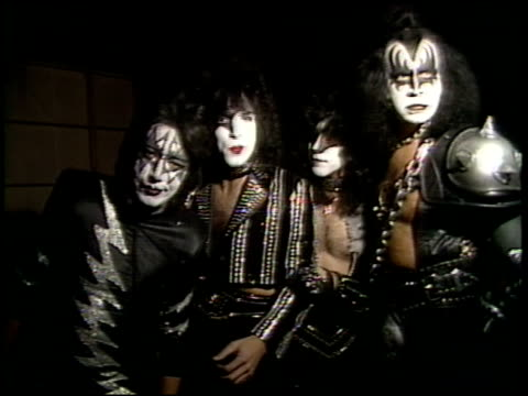 kiss gene simmons paul stanley ace frehley and eric carr talking to camera and doing mtv promo i want my mtv - mtv点の映像素材/bロール