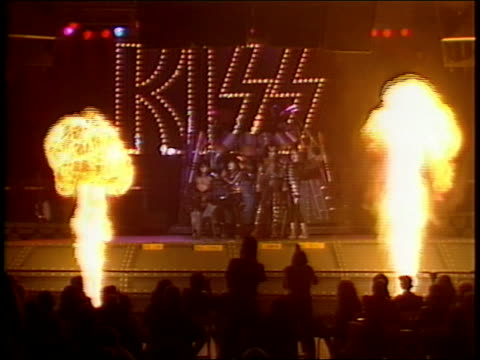 stockvideo's en b-roll-footage met kiss on their new stage for the creatures of the night tour, take questions from the press about their history and their up coming tour, and... - muziekgroepen