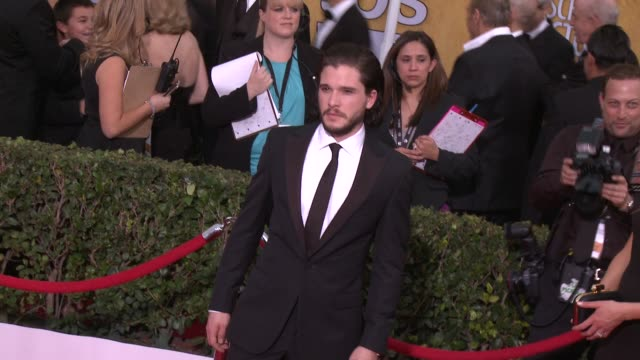 vídeos de stock, filmes e b-roll de kit harington at 20th annual screen actors guild awards arrivals at the shrine auditorium on in los angeles california - shrine auditorium