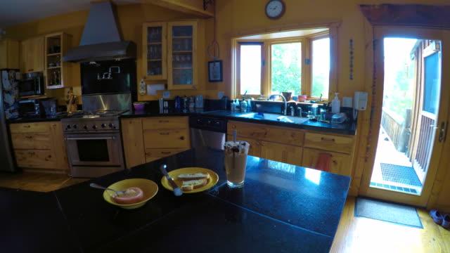 kitchen sink on a summer day - モカ点の映像素材/bロール