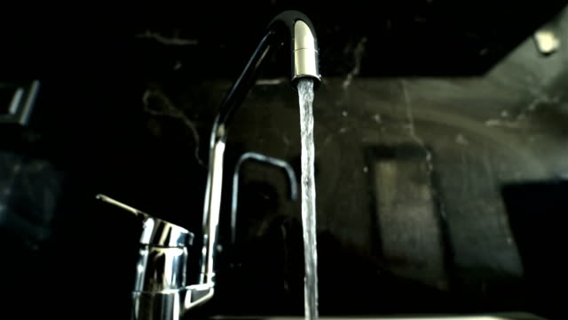 Kitchen Sink auf Granit - 4K Auflösung