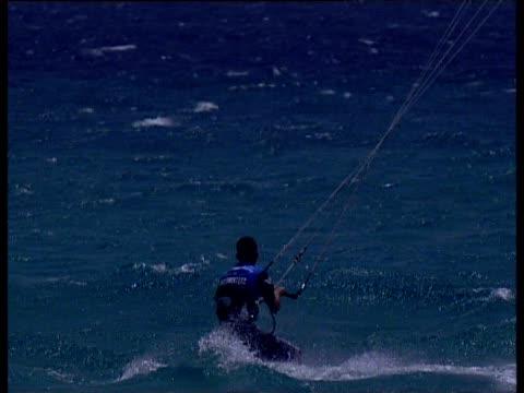 kite boarder performs stunts tricks and jumps fuerteventura - eskapismus stock-videos und b-roll-filmmaterial