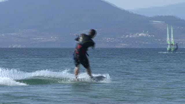 stockvideo's en b-roll-footage met hd: kitesurf / start - water sport