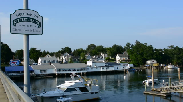 kittery maine sign of welcome and marina with boats on bridge old town settled in 1647 oldest town in maine - kittery stock videos & royalty-free footage