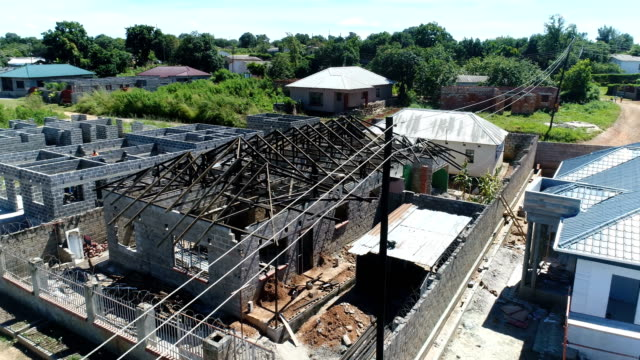 Kitwe, Zambia - Assembling the roof