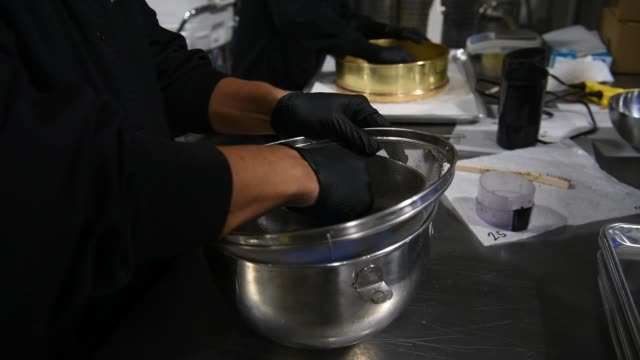 stockvideo's en b-roll-footage met kiva confections cannabisinfused chocolate bars are arranged for wrapping at the company's headquarters in oakland california us on tuesday nov 2... - kiva