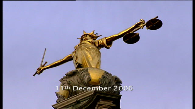 mark prince special report old bailey **mark prince speaking to camera partially overlaid sot** low angle view justice statue prince and cumberbatch... - itv london tonight点の映像素材/bロール
