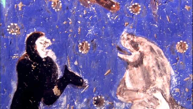 kizil caves the 14th cave a mural of monkeys and lions zoom in - rappresentazione di animale video stock e b–roll