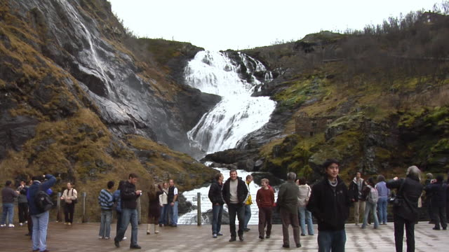 stockvideo's en b-roll-footage met kjosfossen waterfall - kees van den burg