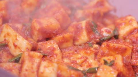 vídeos y material grabado en eventos de stock de kkakdugi (diced radish kimchi) in kimchi refrigerator - comida coreana