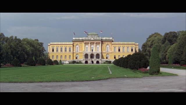 vidéos et rushes de ws klessheim palace / salzburger land, austria - austria
