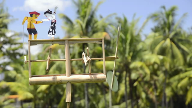 cu klopotec (pinjekan) from bamboo, wind-rattle used as scarecrow in paddy field / ubud, bali, indonesia - ubud district stock videos & royalty-free footage