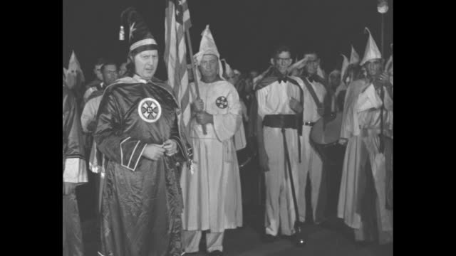 vídeos de stock, filmes e b-roll de klu klux klan officials talking at night / cu imperial wizard hiram evans / [note exact month/day not known] - ku klux klan