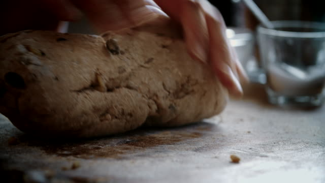 kneading loaf of bread with hands - pane a lievito naturale video stock e b–roll