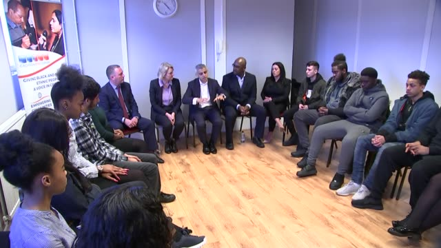 vidéos et rushes de cressida dick claims there is a link between violent crime and falling police numbers; england: london: battersea: carney's community centre: various... - centre culturel