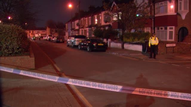 four people stabbed in series of random attacks in north london london uk crime scene gvs forensics police cordons stuart smillie interview england... - 刺傷事件点の映像素材/bロール